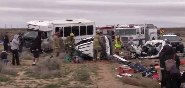 加州載華人游客大巴逆行撞車1死26傷 真相令人唏噓