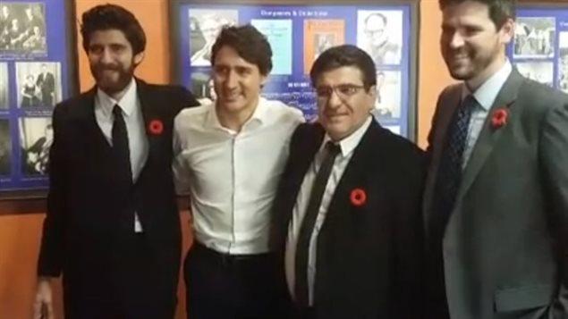 难民在加拿大一年开巧克力店成功 特鲁多也来了