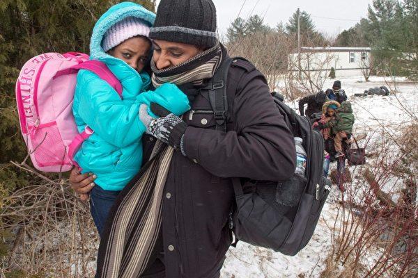 refugees-border-20170302-600x400.jpg
