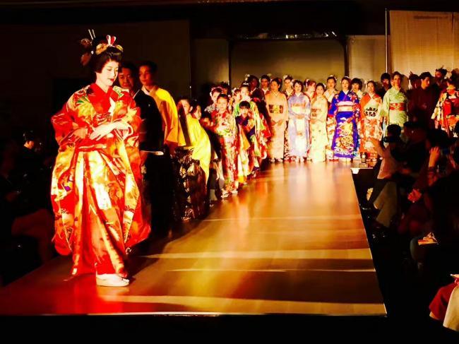 加拿大温哥华国际时装节中日美风格完美融合