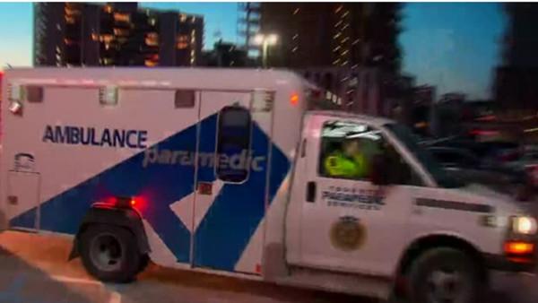 一大早醉酒开车撞救护车 多伦多奇葩司机被拘