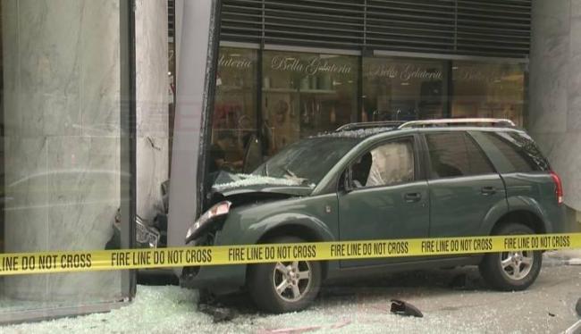 温哥华市中心发生交通意外 一间酒店受损