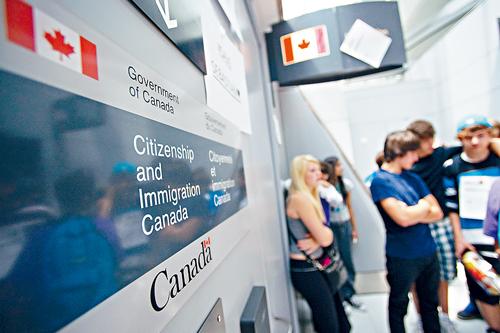 父母团聚移民抽签有漏洞 移民部空出名额重新抽