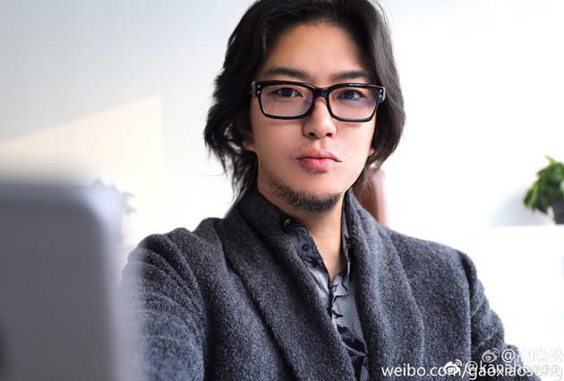 高晓松被网友P变美男子 本人满意换成微博头像
