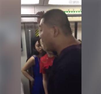北京地铁又现咸猪手 嚣张回应:喜欢谁就摸谁