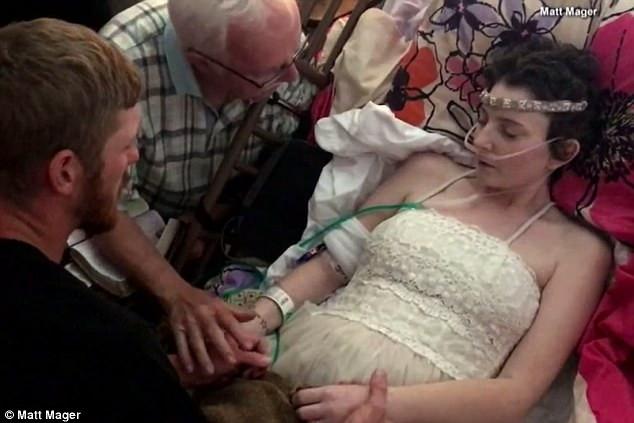 美国高中情侣 和他们生命倒计时中的婚礼