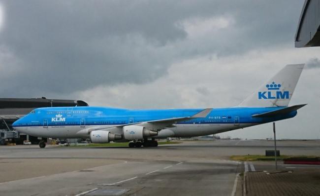 而肇事航机于早上10时13分平安降落香港国际机场.