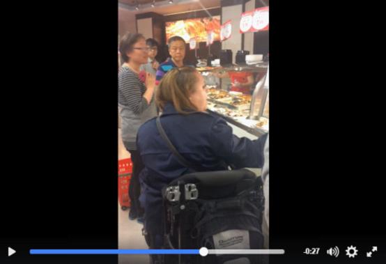 """多伦多丰泰超市,白人女子叫嚣""""滚回中国去"""""""