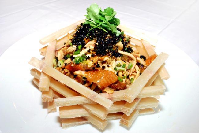 香港航空尊宝娱乐航线上居然可以吃到皇朝海鲜酒家获奖名菜及Botanist鸡尾酒
