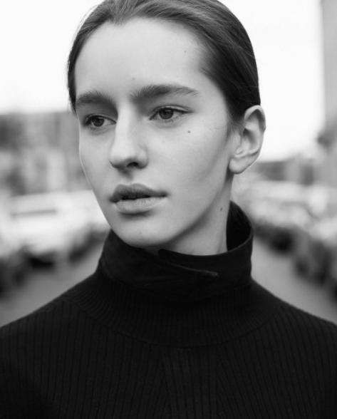 从宠物店到巴黎:多伦多15岁少女的模特之路