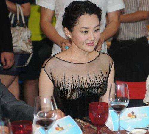 许晴章子怡穿透明款薄纱超大胆 网友:啥都看见了