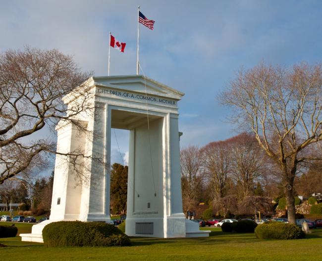 Peace_arch_Canada-US_border.jpg