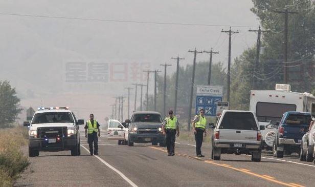 安省北部100名消防員 今日搭飛機前往BC救火