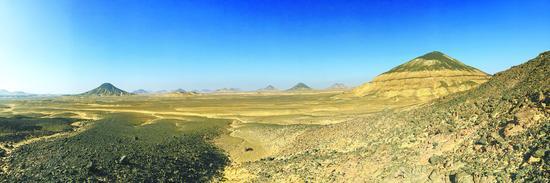 埃及黑白沙漠 一半海水一半火焰