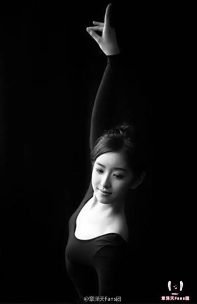 黑天鹅上线!奶茶妹妹穿练舞服体态优美