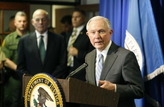 """司法部宣布""""庇護城""""停撥款 紐約掃蕩非移抓百人"""