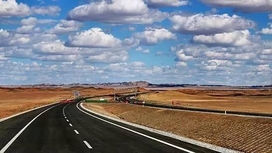 又一个世界第一!这条高速带你穿越戈壁沙漠