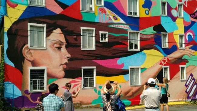 山东同乡会组织会员参加优发国际壁画节