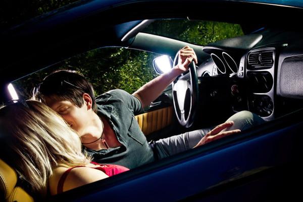 厲害了!原來加拿大人喜歡邊開車邊做這事