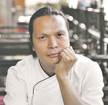 服务生投诉华裔名厨餐厅 出错单摔破杯要扣小费
