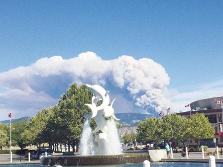 基隆那山火蔓延速 逾千人急疏散