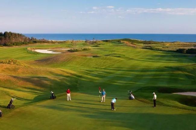 我想给告诉你 加拿大也有一个高尔夫球天堂