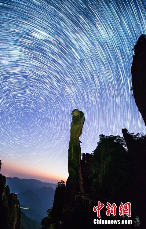 """江西三清山绝美""""星空图""""星轨交织如梦如幻"""