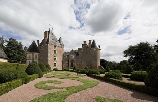 法国豪华城堡超低价拍卖 起拍价仅7.9元