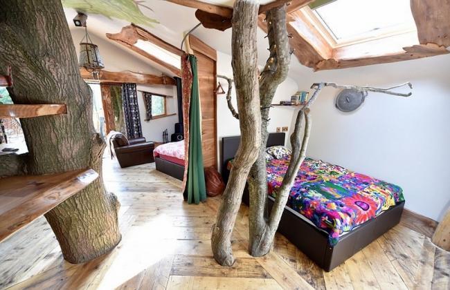 城会玩 英夫妇在露营地打造了豪华树屋