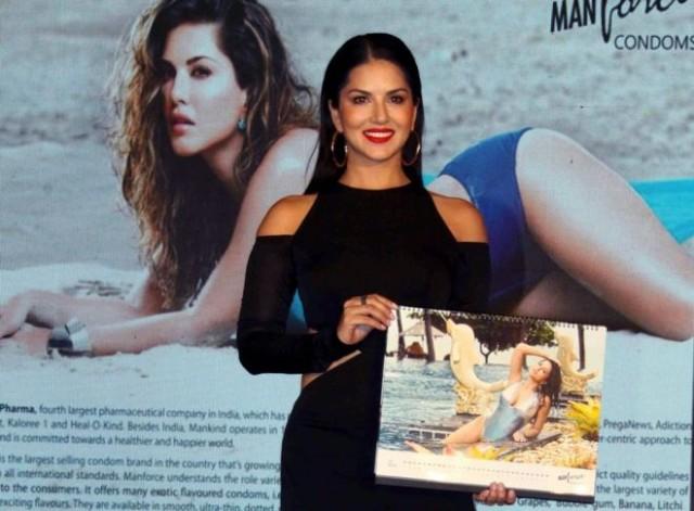 印度宝莱坞女星九夜节前的避孕套广告引发众怒