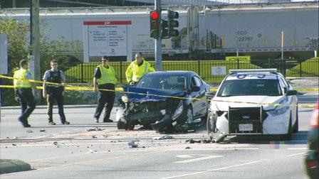 警车与私家车相撞 高港2警民受伤
