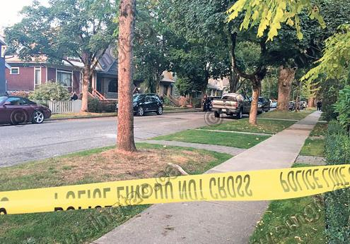 持斧汉闯温西民宅 与警对峙被开枪制伏