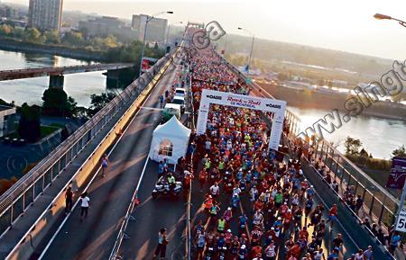 """满地可马拉松赛 900名跑手""""热蒙了"""""""