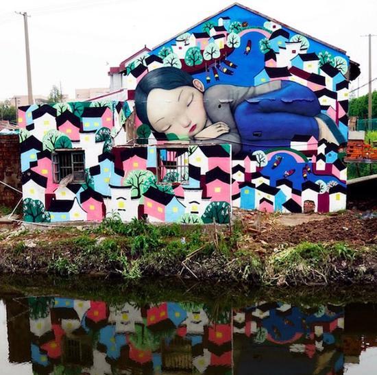 在枫泾涂鸦的法国人 浪漫的不切实际