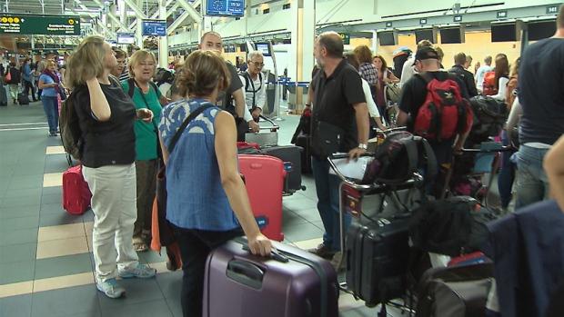 hi-bc-130828-yvr-vancouver-airport-passengers-strike-threat-1.jpg
