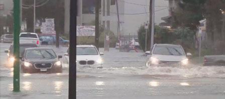大溫暴雨行車如行舟 汽車幾乎被淹沒