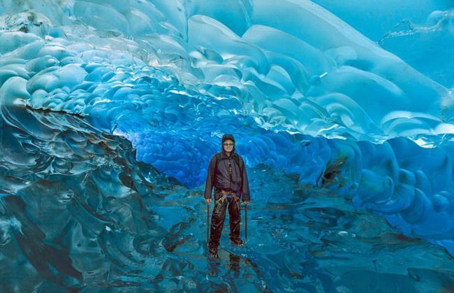 阿拉斯加州渐融冰洞 湛蓝似海底世界