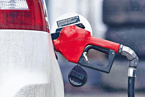 汽油价格跌3.2% 加国10月通胀放缓