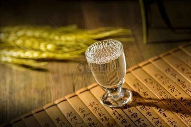 这酒太疯狂 当黄金收藏 竟一天蒸发362亿