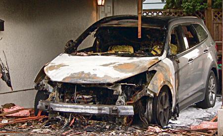 纵火狂烧三角洲四台车 民房损毁严重