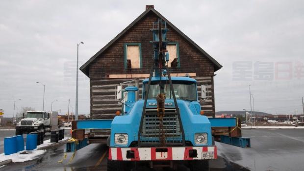 著名5胞胎诞生小木屋再次整屋搬迁 留在北湾