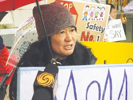 200马宝家长抗议市府 陈情书促迁址建组合屋