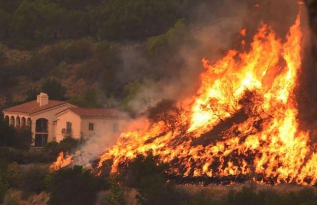 加州大火快烧掉一个旧金山 明年才能扑灭