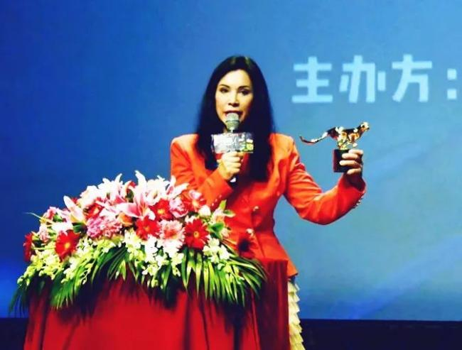 明星大腕力挺五大洲国际电影节 世界电影嘉年华启程