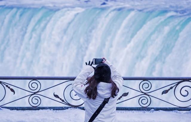 百年一遇的极寒天气 让尼亚加拉瀑布成网红景点