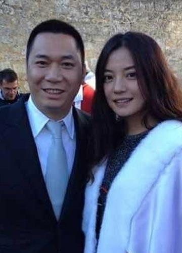 黄有龙离婚风波后首次发声 疑与赵薇高调秀恩爱