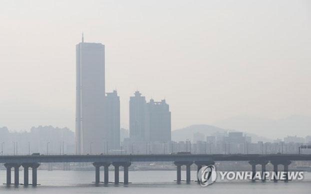 首尔今冬首场雾霾降临!罪魁就是邻居