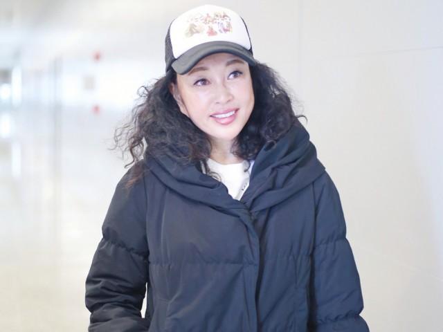 """刘晓庆不再是""""僵尸脸"""" 皮肤白嫩笑容甜"""