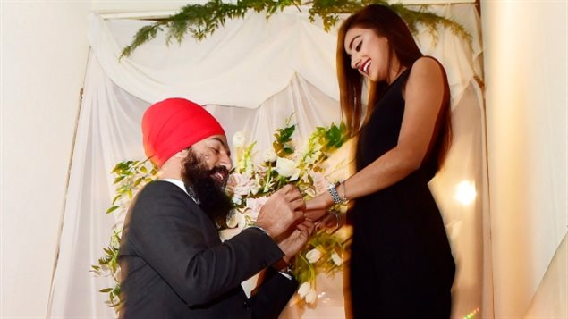 加拿大第一位少数族裔党领公布订婚消息