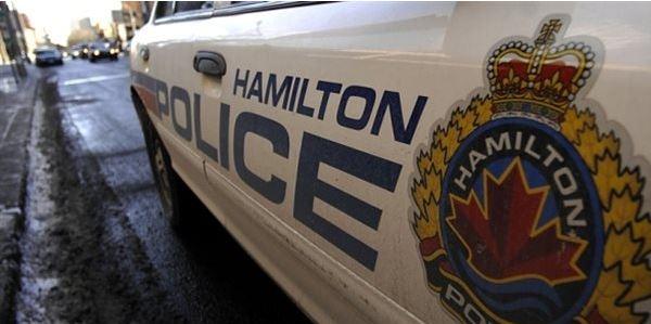 倒霉的加拿大窃贼:下雪天偷扬雪机被警察撞到